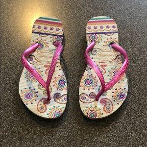 Worn once kids Havaianas flip flops size 11/12C